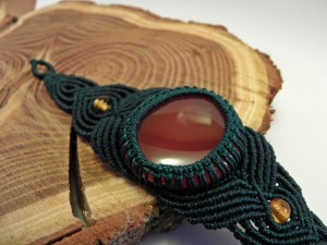 dunkelgrünes Armband mit Karneol