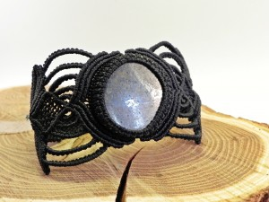 schwarzer Oberarmschmuck mit Pyritachat