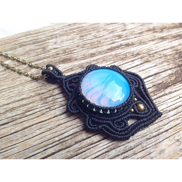 Necklace with opalescent glassstone #opal #macrame #macramework #gipsyqueen
