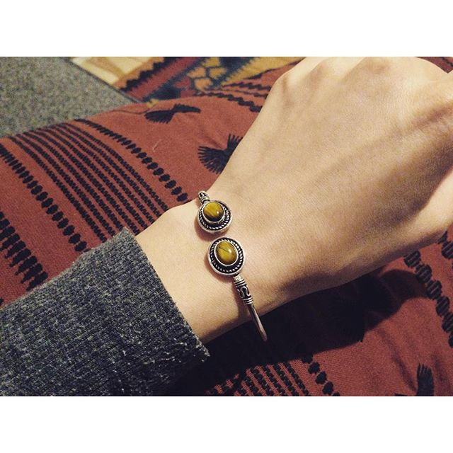 Sweet silver arm cuffs, now in the shop! #armcuff #bohostyle #armcuffs #healingstone #bohemian #bohemianstyle