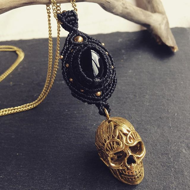 Skull necklace with black Onyx 🖤 #macramejewelry #macrameart #skullnecklace #skulljewelry
